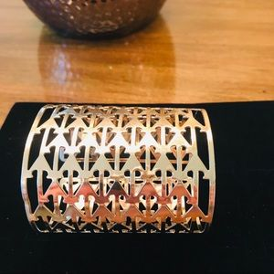Jewelry - Gold toned arrow-design long cuff